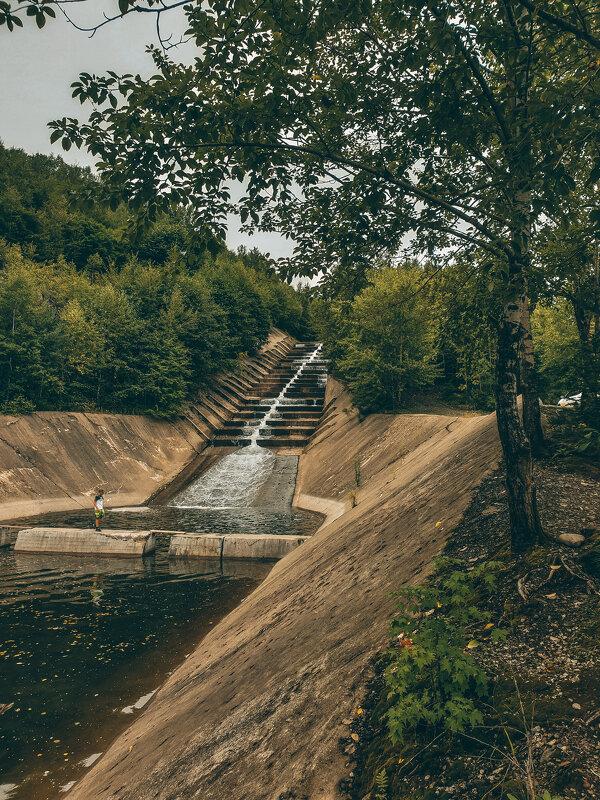 Искусственный водопад на заброшенном горнообогатительном комбинате - Алексей Спиченко