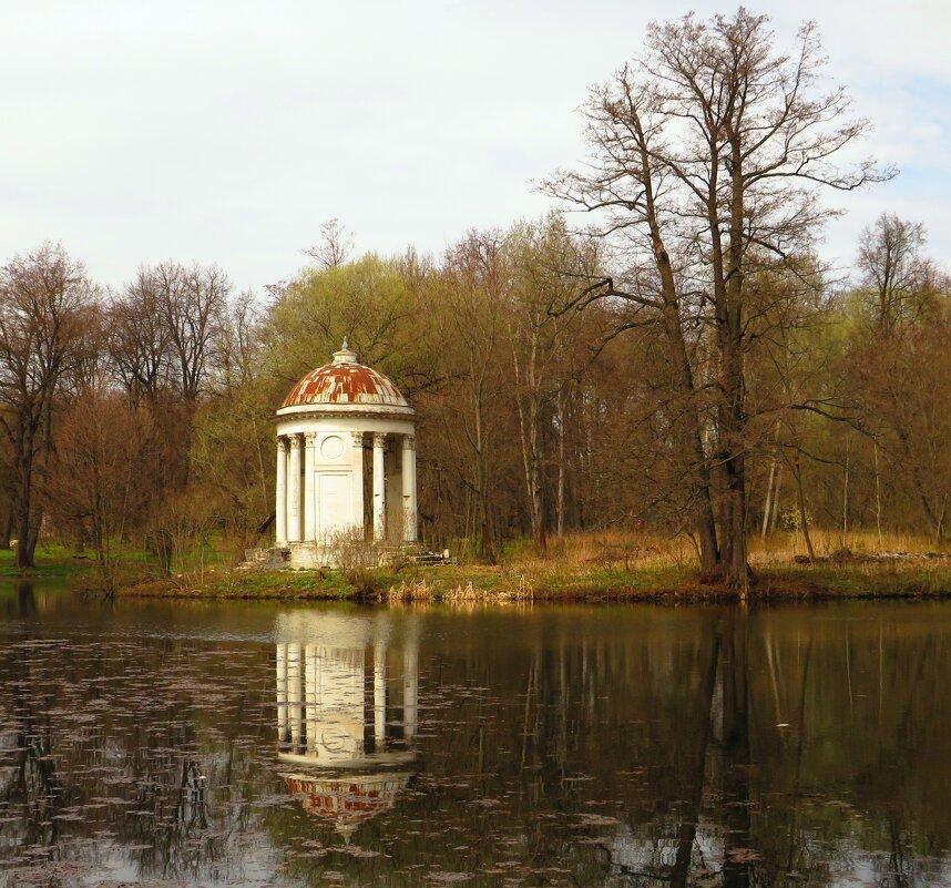 Ротонда на пруду - Андрей Снегерёв