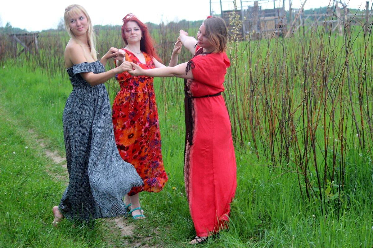 Танец трех прекрасных девушек - Pavlov Filipp