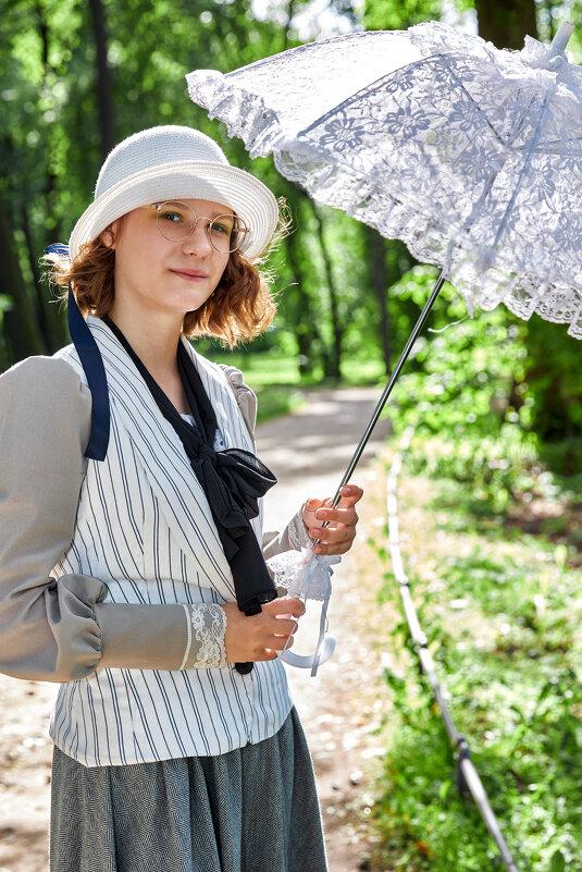 Девушка с зонтиком - Алексей Корнеев