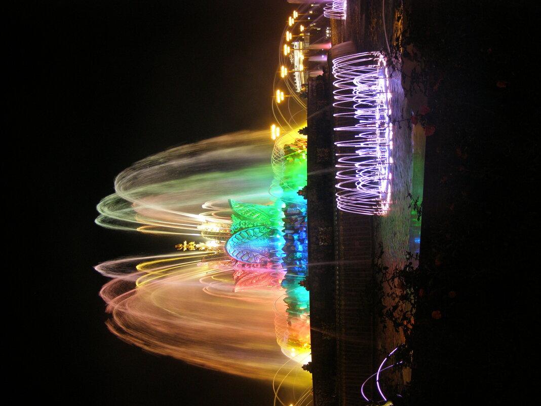 фонтан Каменный цветок вечером - Анна Воробьева