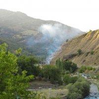 Пожар на горной дороге (1) :: Сергей В. Комаров