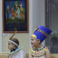 Богиня Маат и Нефертити :: Ольга Чазова