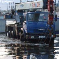 Бегом от воды! :: Александр Петров