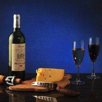 Натюрморт с вином и сыром :: Виктор Берёзкин