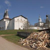 У стен Ферапонтова монастыря :: Павел Дунюшкин