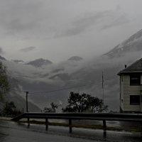 Дождь на Дороге Орлов. Гейрангер. Норвегия :: Юрий Цыплятников