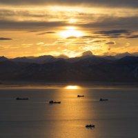 Золотой закат над Авачинской бухтой :: Ivan Kozlov