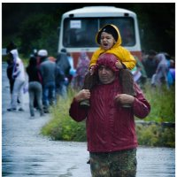 Туристы. Дождь. :: Владимир КРИВЕНКО