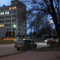 Возле Университета :: Наталья Тимошенко