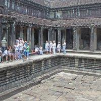 Камбоджа. Наша группа на третьей (верхней) террасе :: Владимир Шибинский