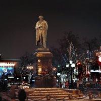 моя столица ночная москва(памятник пушкину) :: юрий макаров