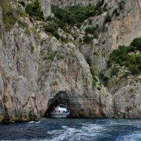 Капри.Прогулка на лодочке вокруг острова. :: ирина )))
