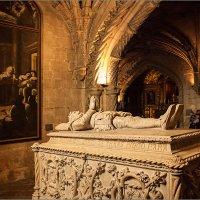"""Саркофаг поэта Камоэнса, автора прославленной эпической поэмы """"Лузиады"""" :: Lmark"""