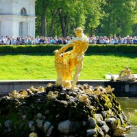 Петергоф. В ожидании открытия фонтана... :: Jelena Volkova