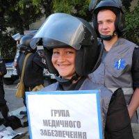 я и помощь окажу и улыбку подарю :: Андрей Козлов