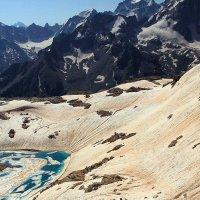 Спуск к ледовому озеру :: Михаил Баевский