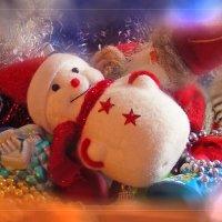 ...вот снеговика в коробку с ёлки поместили... :: Елена Kазак