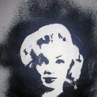 Подсмотренное на стене дома граффити с Мэрилин Монро :: Борис Русаков