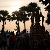 Буддистская молитва перед закатом. :: Роман Мещеряков