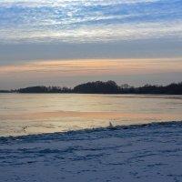 Зимнее солнце садится, за лес заходит оно :: Евгений Никифоров