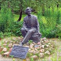 Скульптура И.Е.Репина в Здравнево. :: Роланд Дубровский