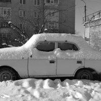 машина забытая под снегом :: Юлия Закопайло