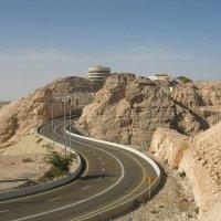 Дорога на горе Джебель Хафит :: Николай Гундяк