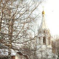 Блажен, кто, наполняясь тишиной  и внемля ей благоговейным слухом,  в обыденном постигнет мир иной :: Ирина Данилова