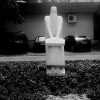 Скульптура, город Дзержинский, улица Ленина Московская область :: Ольга Кривых