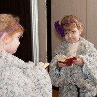 Маленькая девочка - маленькая книжечка :: Владимир Л