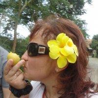 Свежее манго, сразу с веточки. Шикарное доброе утро! :: Марина Трейер
