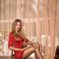 Катя на столе :: Женя Рыжов