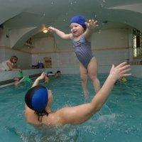 Маргарита учится плавать. :: larisa Киселёва
