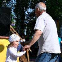 Танцы :: Евгений Юрков