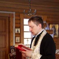 Молодой священник :: Дарья Казбанова