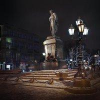 моя Столица ночная Москва(памятник ПушкинуА.С.) :: юрий макаров