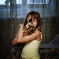 девочка и собачка :: Василий Алехин