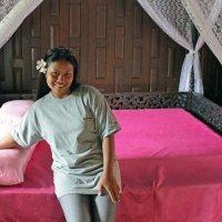 Таиланд. Национальный исторический парк. Старинный тайский дом, кровать :: Владимир Шибинский
