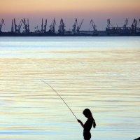 Рыбачка :: Алексей Окунеев