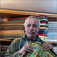 Иерусалим. Старый город. Хозяин лавки уникальных восточных тканей ручной работы :: Lmark