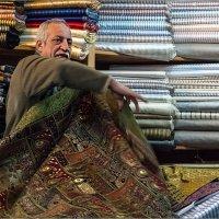 В лавке уникальных восточных тканей ручной работы. Иерусалим, старый город :: Lmark