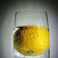 Лимон в пузырьках :: Татьяна Симонова