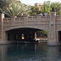Мост ведущий на восточный базар в Абу-Даби (ОАЭ) :: Рустэм Абдулкаримов