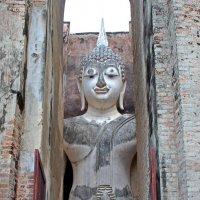 Таиланд. Си Сатчаналай. Статуя Будды, особо почитаемая тайцами :: Владимир Шибинский