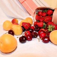 Натюрморт с ягодами :: Ирина Ворсина