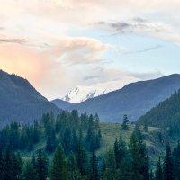 Закат в горах :: юрий Амосов