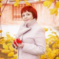 яркая осень :: Юлия Шестоперова