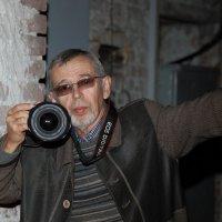 мой портрет КАТЯ снимала меня на выставке :: Александр Сендеров