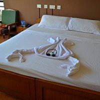 Изыски при застилке постели в отеле :: Владимир Шибинский